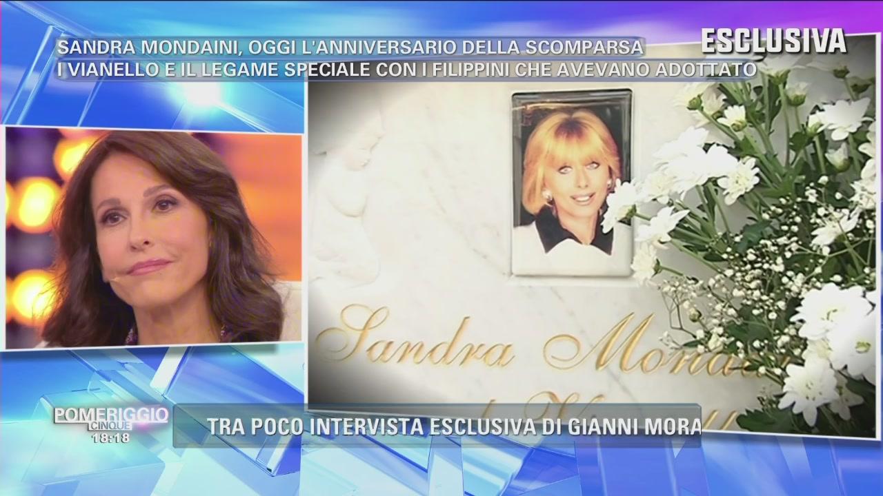Sulla tomba di Sandra Mondaini