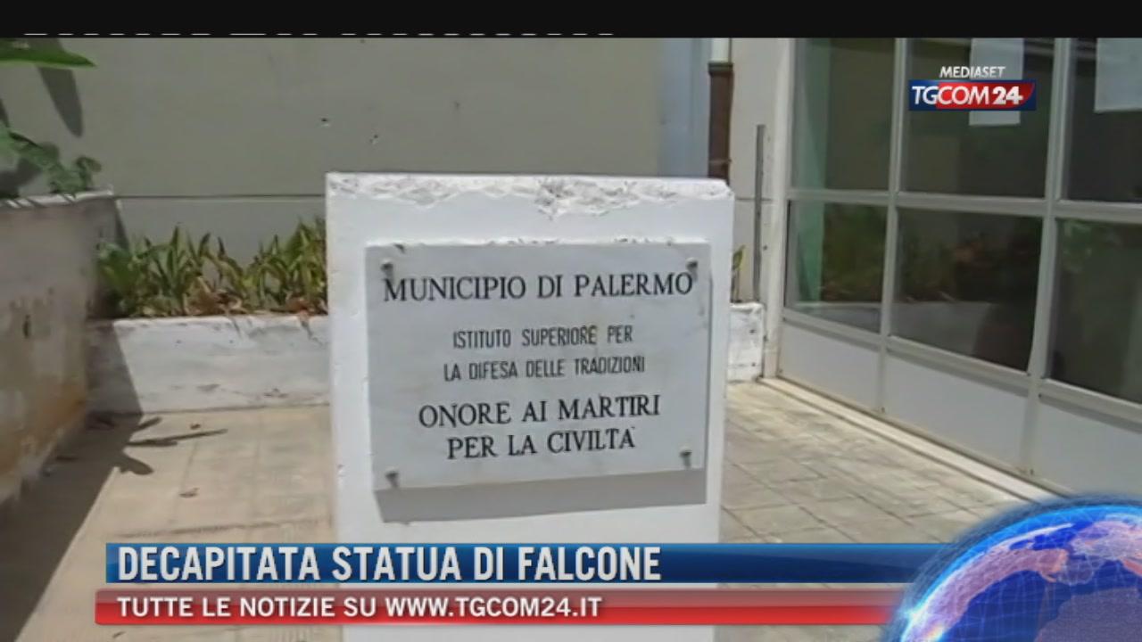 Palermo, staccata la testa del busto di Falcone