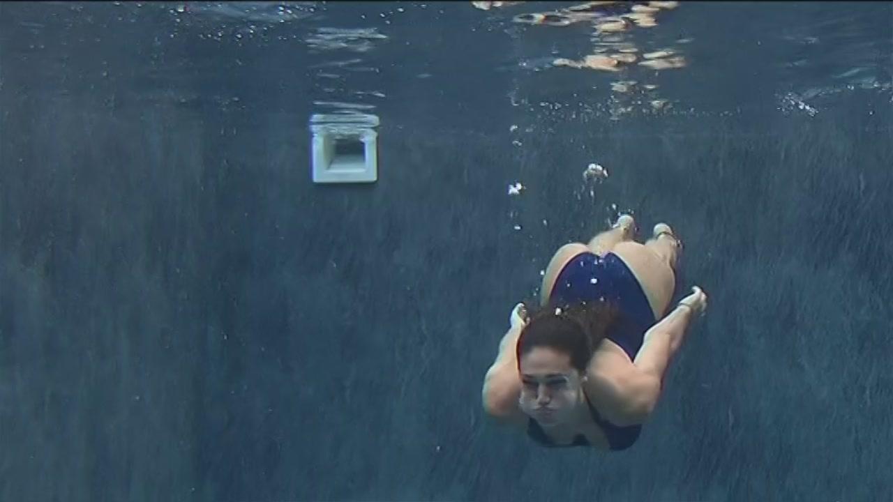 Un tuffo in piscina per Cecilia