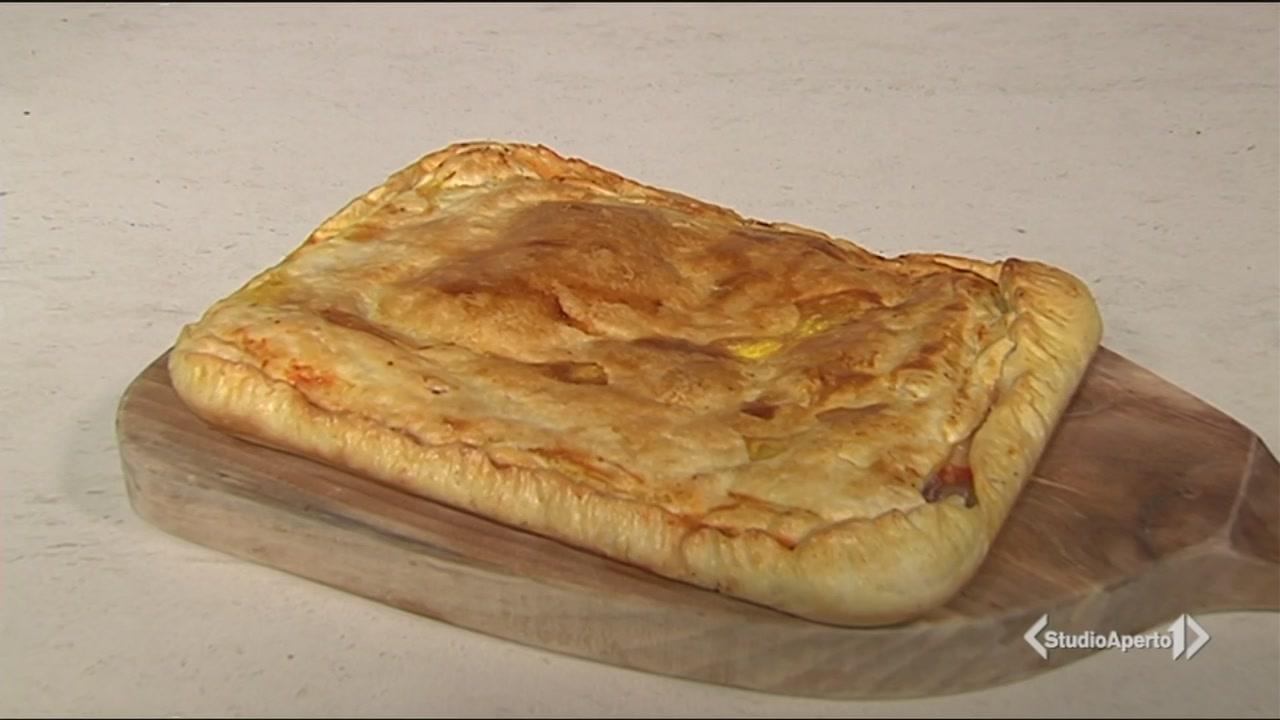 La parigina con pomodoro, prosciutto cotto, mozzarella ed alicette