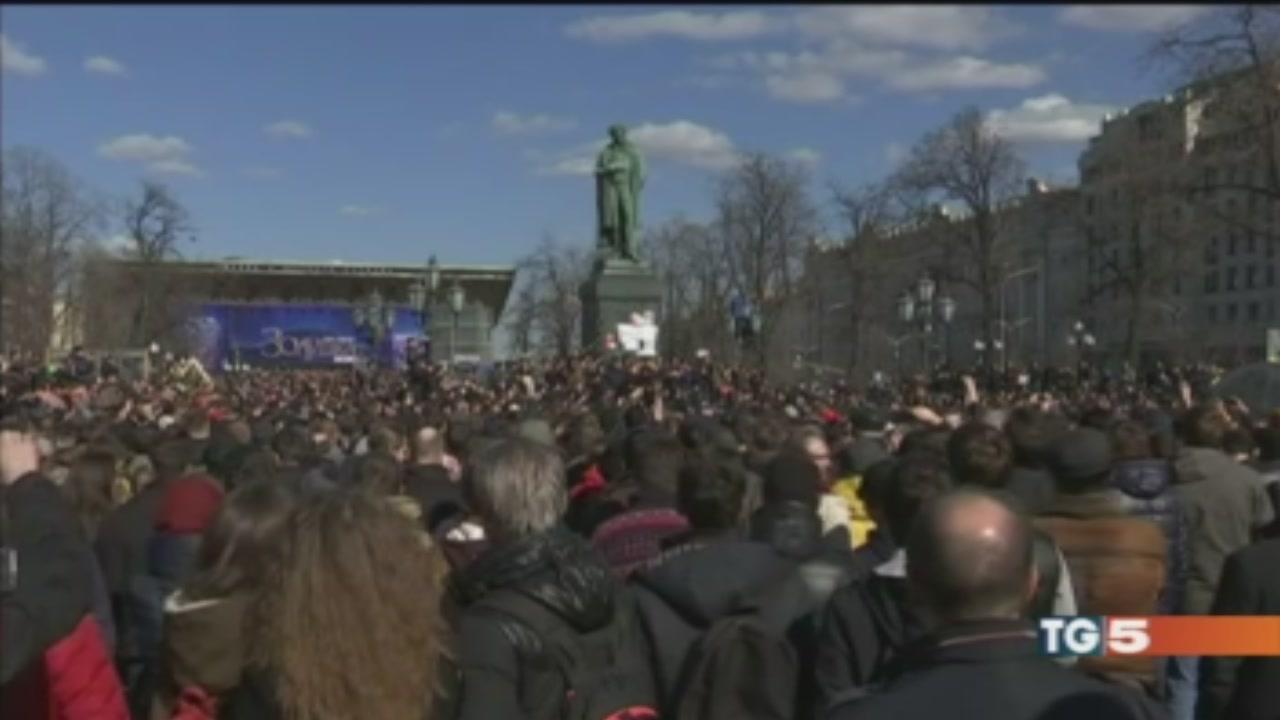 Arrestati a centinaia, Mosca ignora appelli