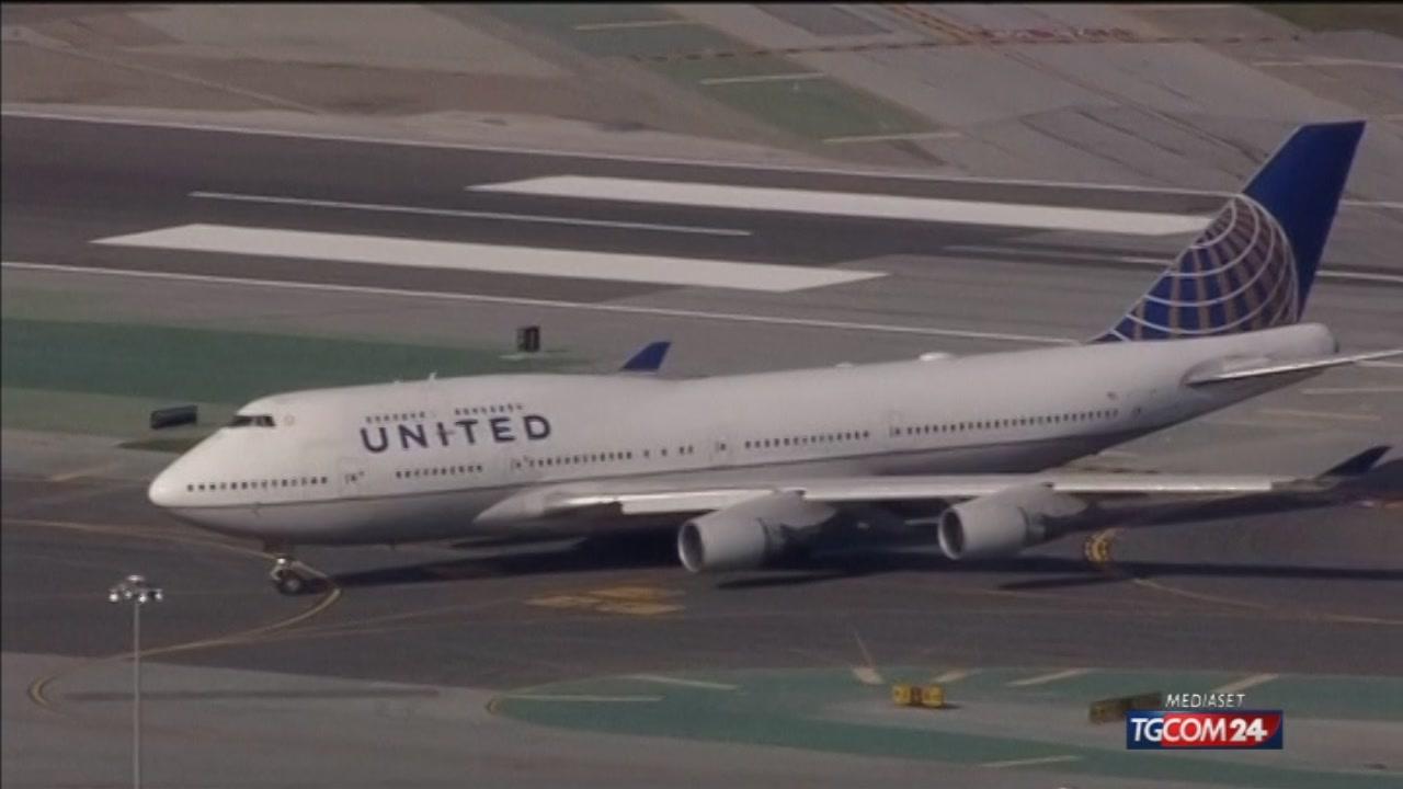 Usa, United Airlines nega l?imbarco alle donne con i leggings: è polemica