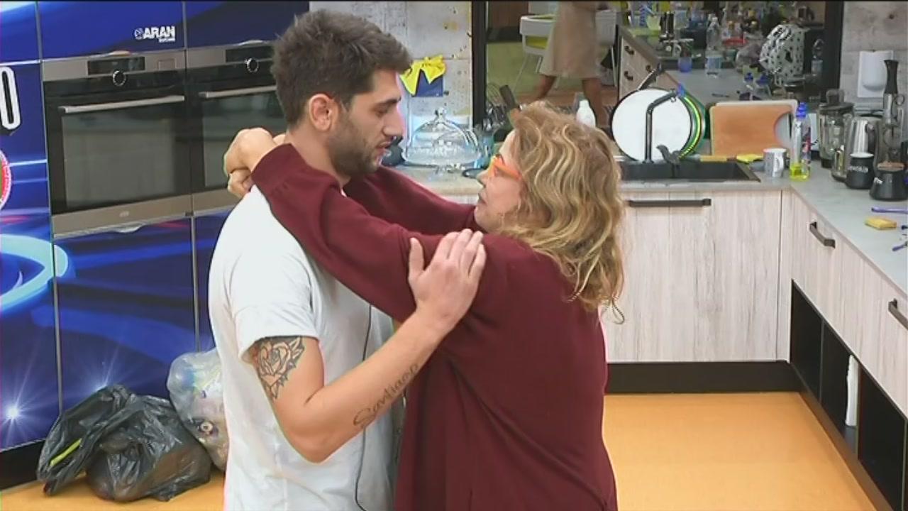 Un abbraccio materno