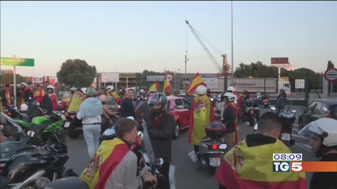 Catalogna divisa in due, Puigdemont non molla