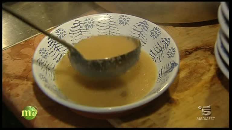 La zuppa di cipolle con formaggio di malga