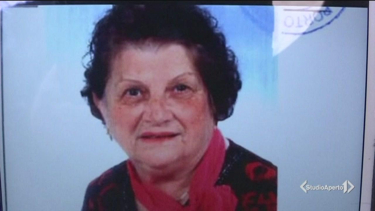 83 anni, uccisa a coltellate in casa