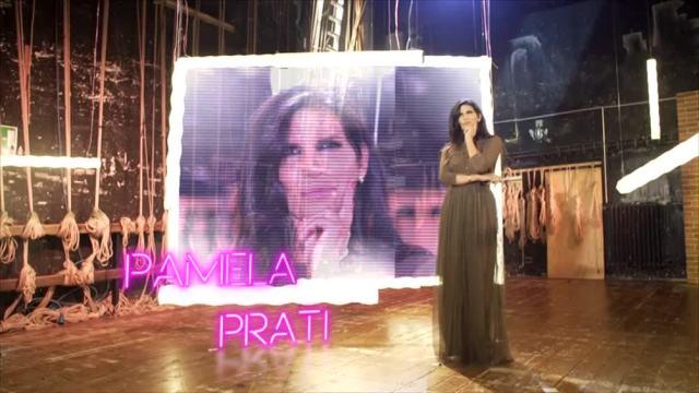 Pamela Prati si presenta