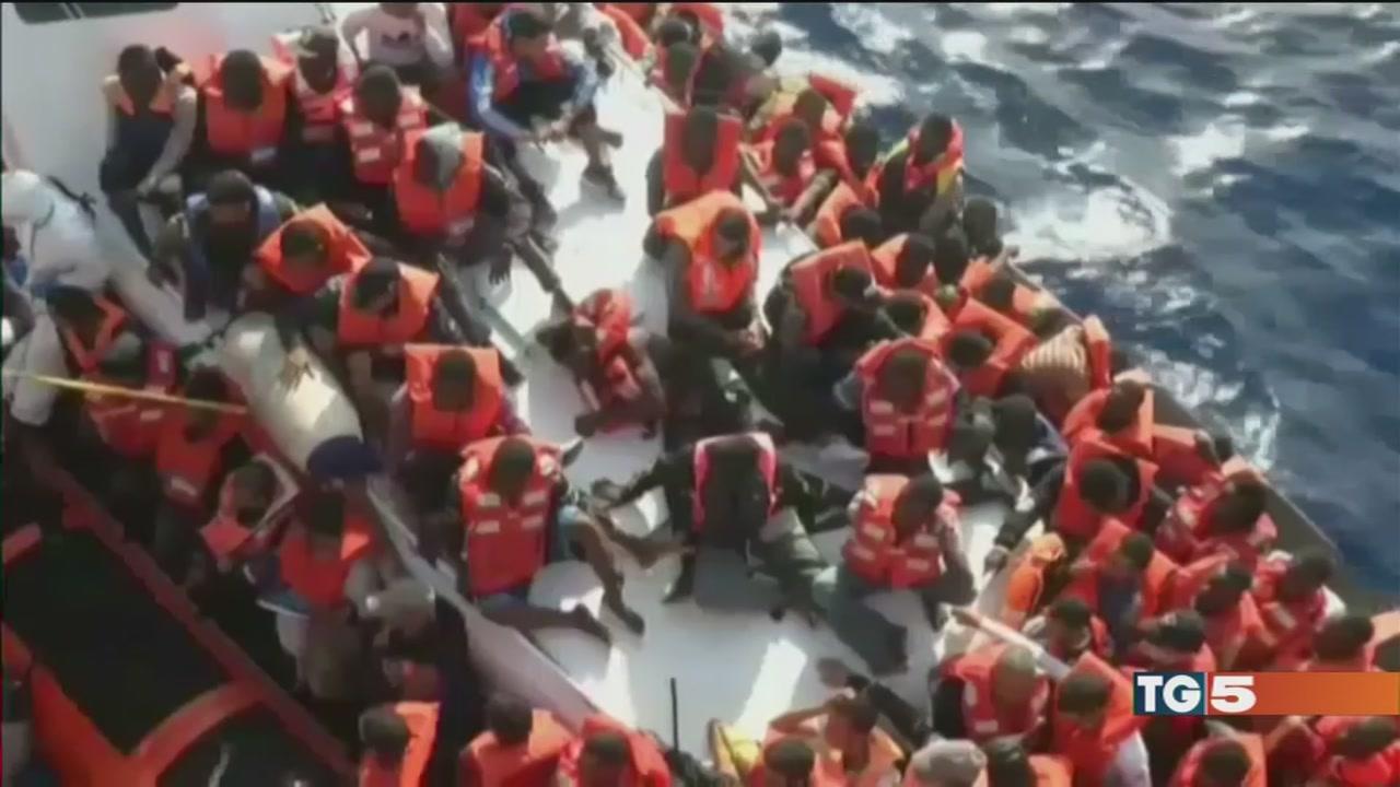 Barcone affondato da nave da guerra tunisina