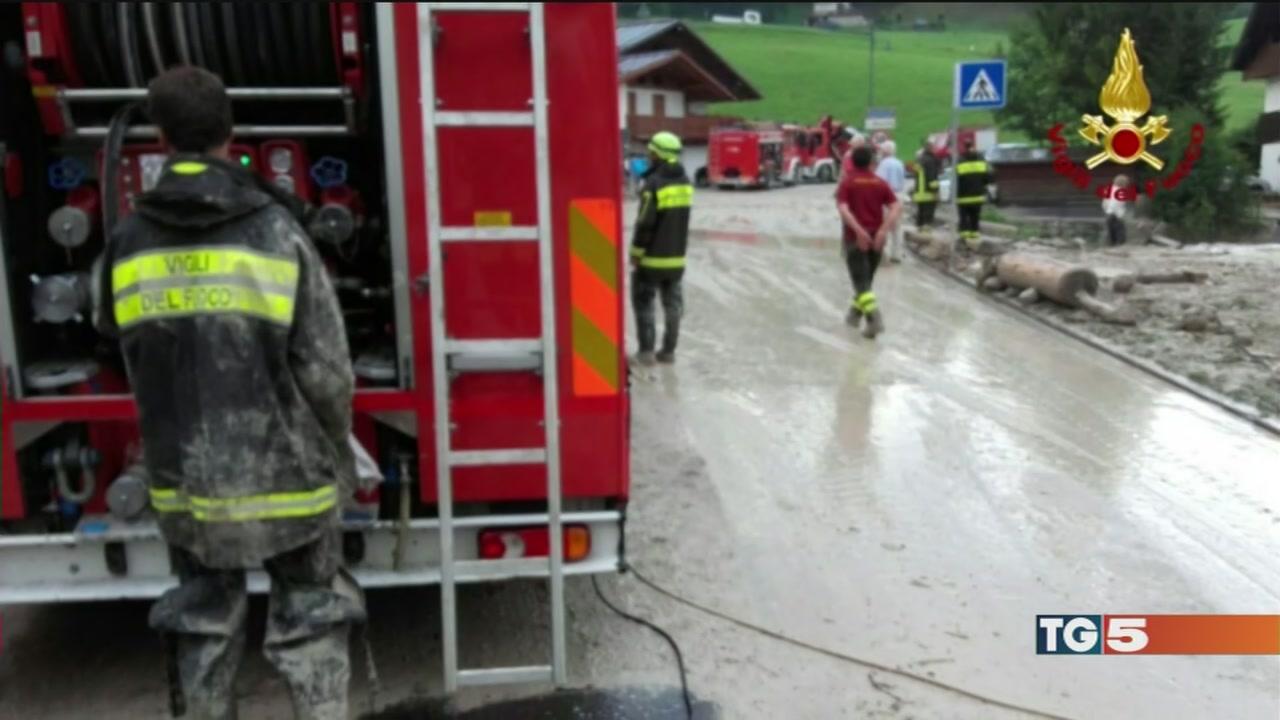 Bomba d'acqua a Cortina, donna morta nell'auto