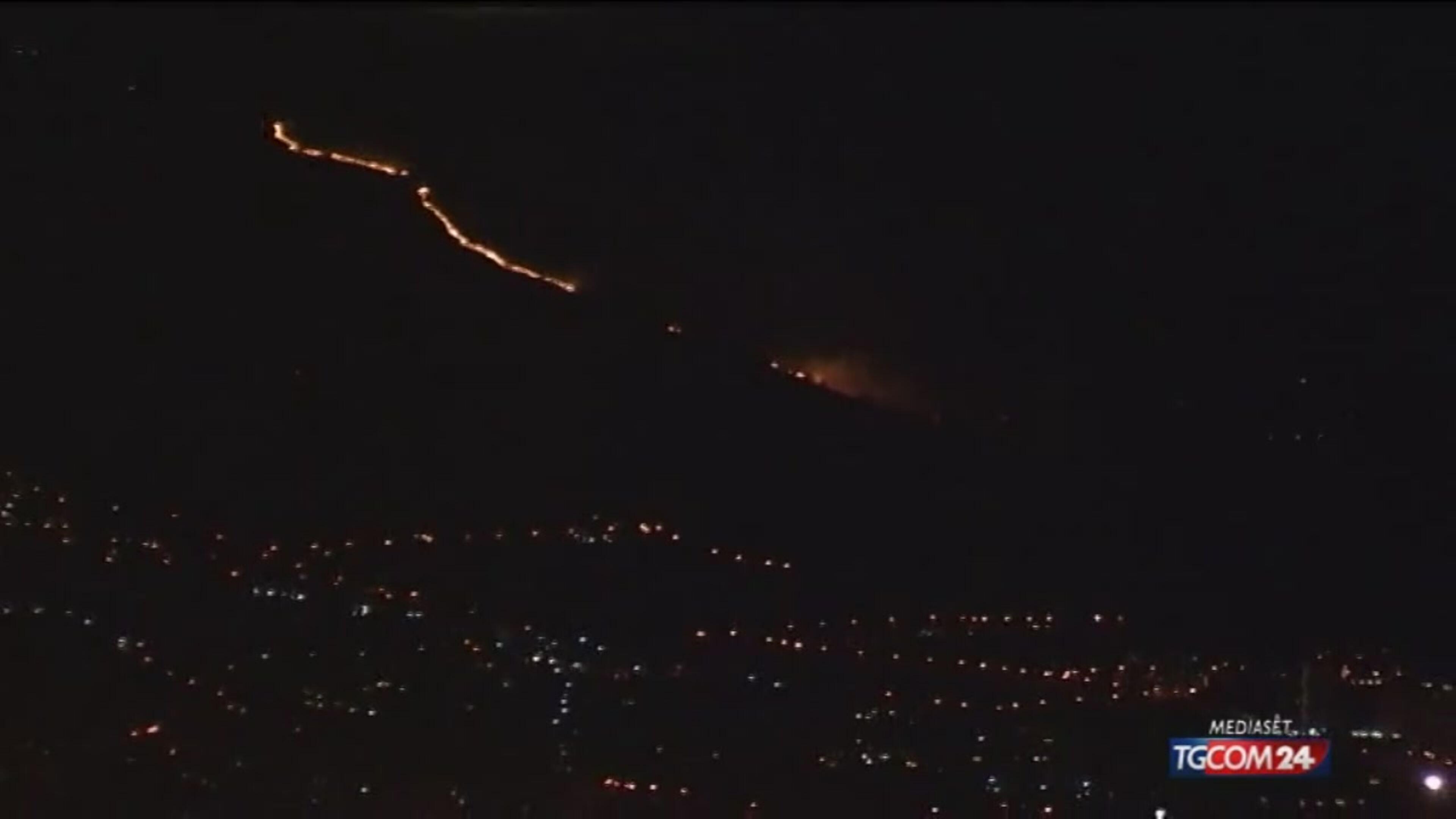 Genova brucia da levante a ponente