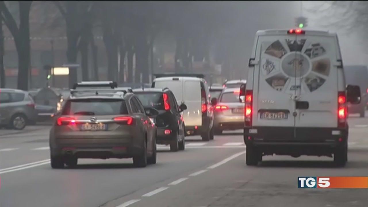 Lo smog non cala a Milano e Torino