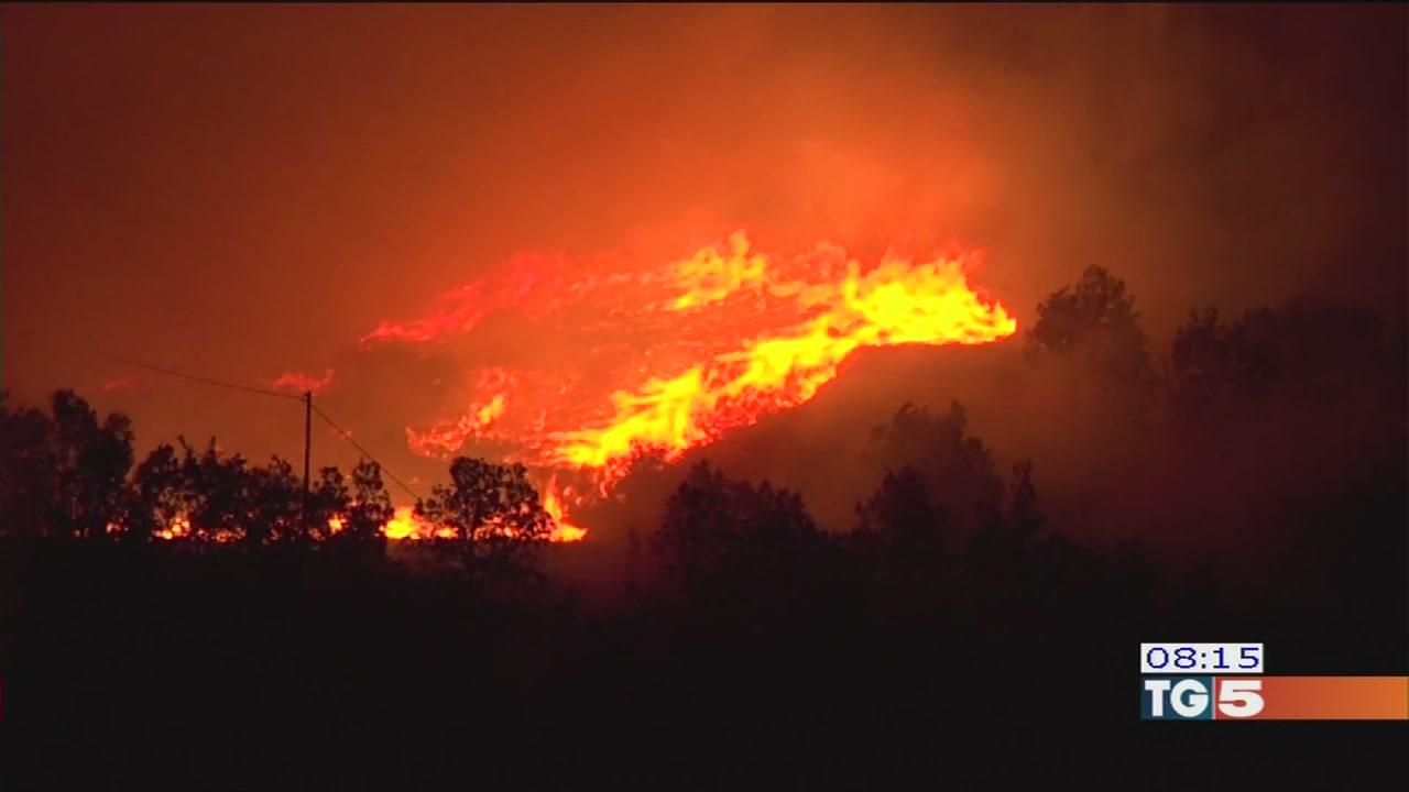 Continuano gli incendi in Piemonte