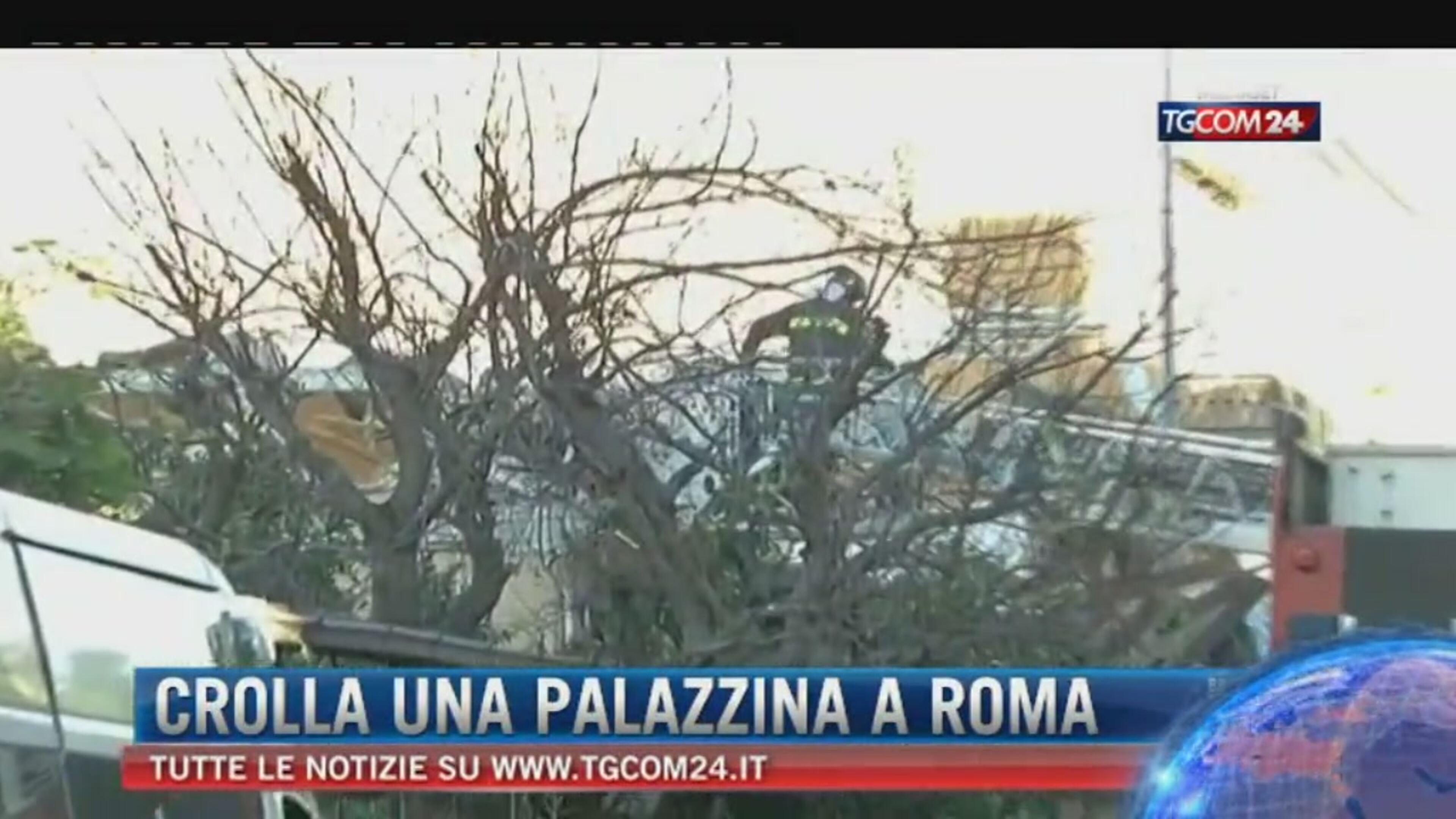 Roma, crolla palazzina di due piani ad Acilia: probabile fuga di gas. Madre e figlia sotto le macerie