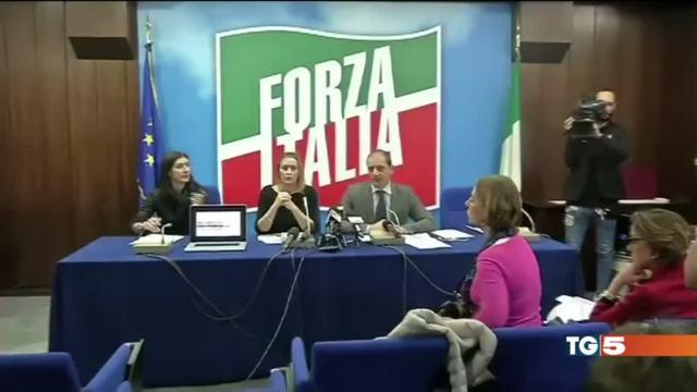Mille giorni di Renzi Forza Italia: bocciato