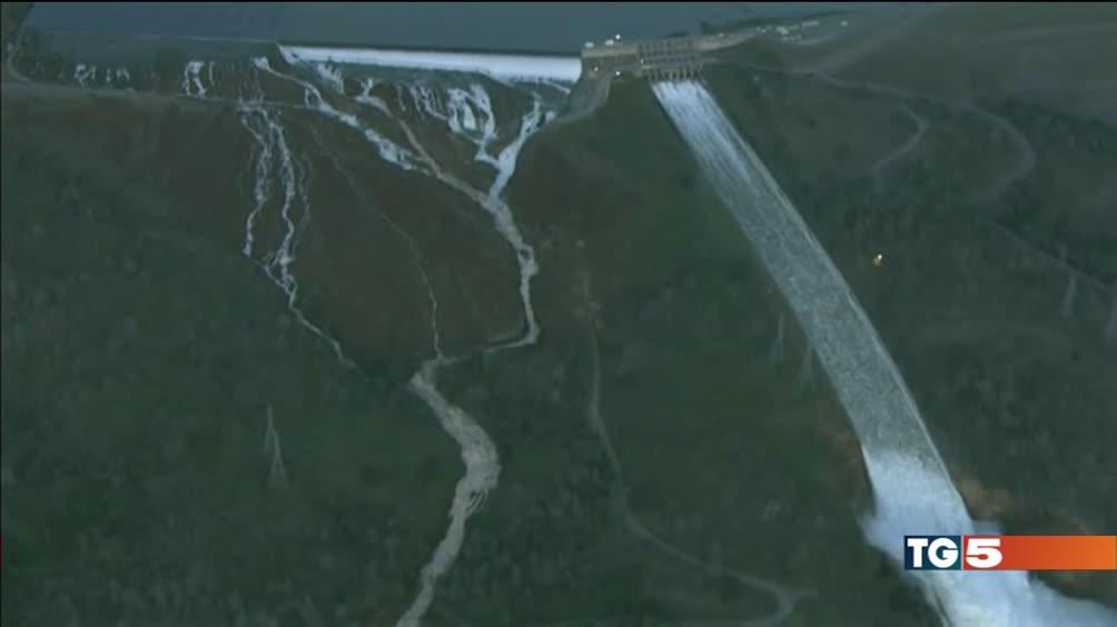 California, 200 mila in fuga dalla diga