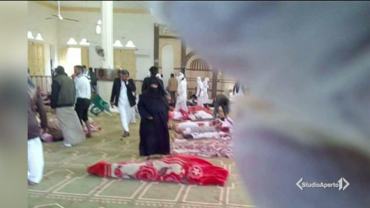 Bomba in moschea, spari sui fedeli