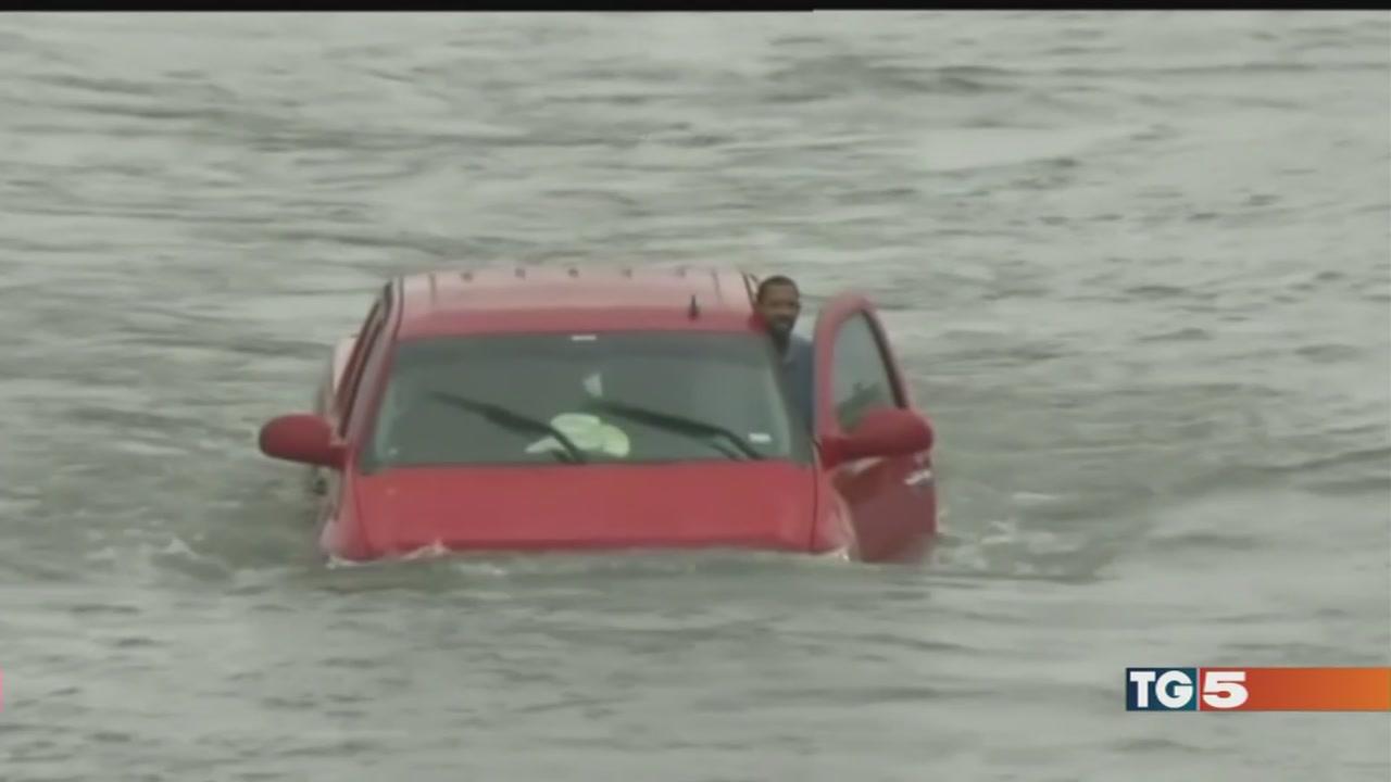 Harvey: allarme esplosioni a Houston