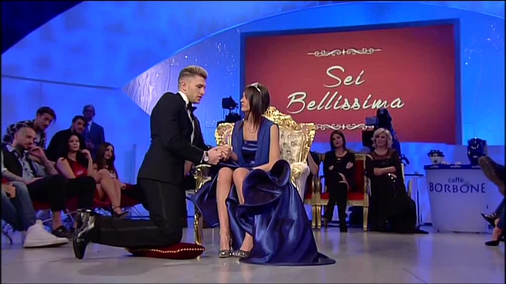 Matrimonio Uomini E Donne : La proposta di matrimonio salvatore a teresa wittytv