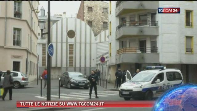 Il pm antiterrorismo: 'I soldi degli attentatori di Parigi conducevano in Italia'