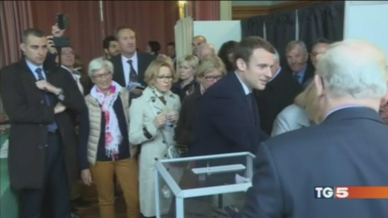 Francia al voto con l'incubo Isis
