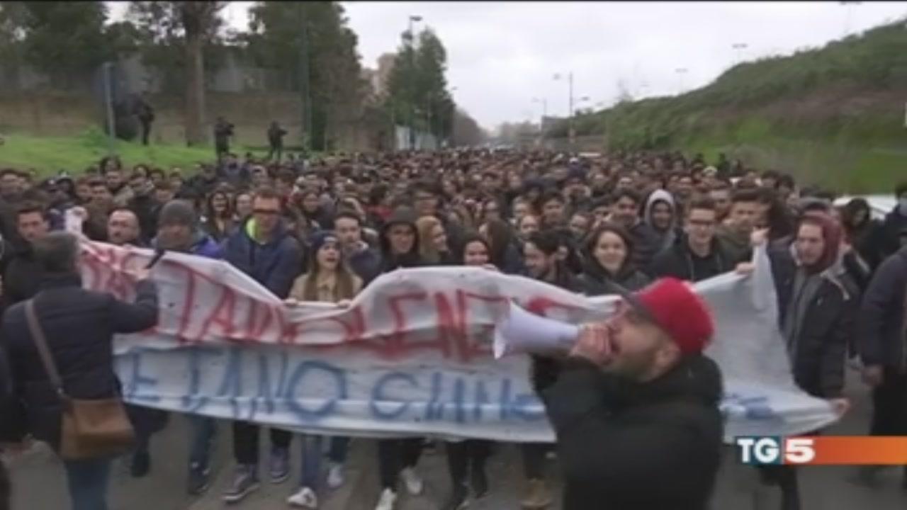 Napoli in piazza contro crimini delle baby gang