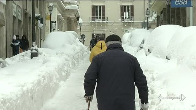 La neve sommerge l'Abruzzo