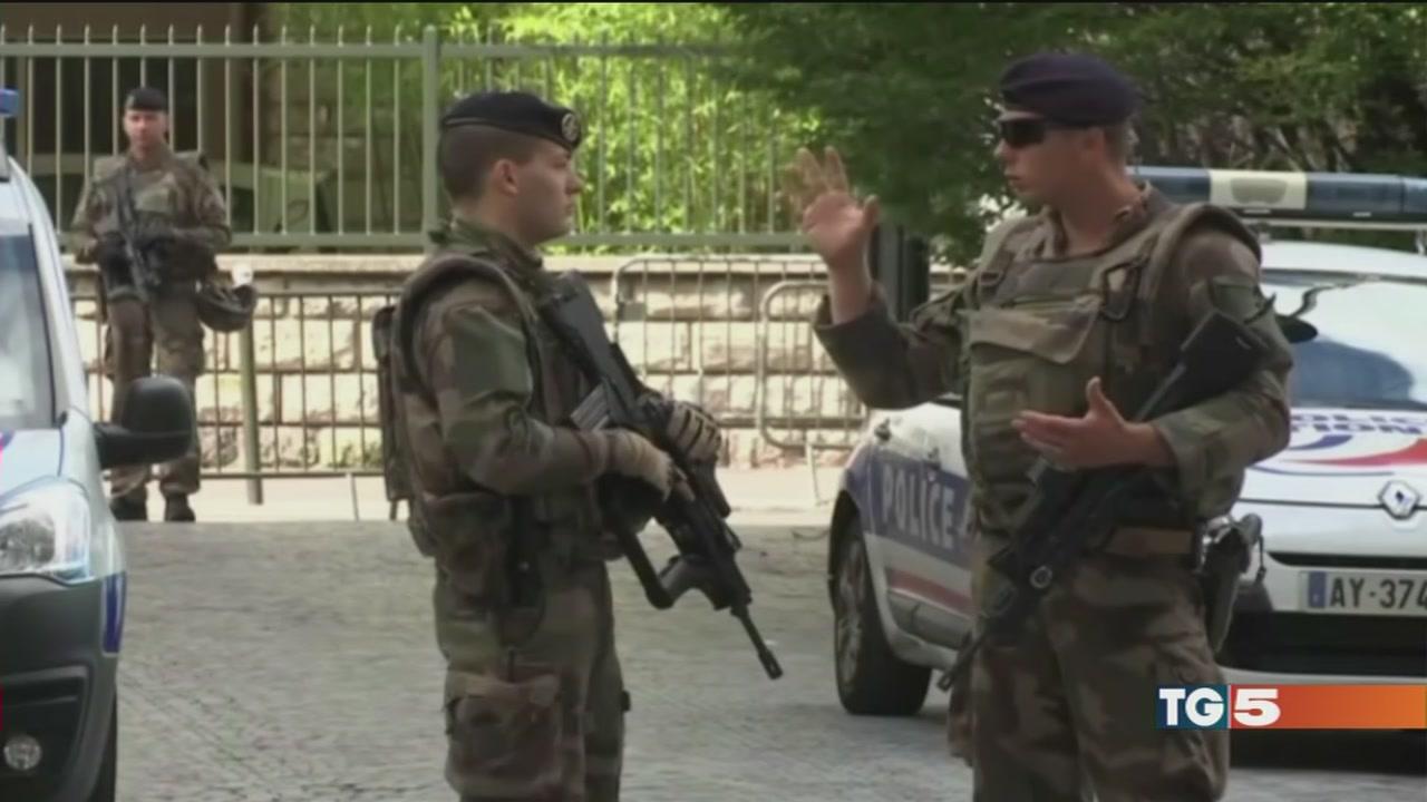 Francia, indagini su algerino arrestato