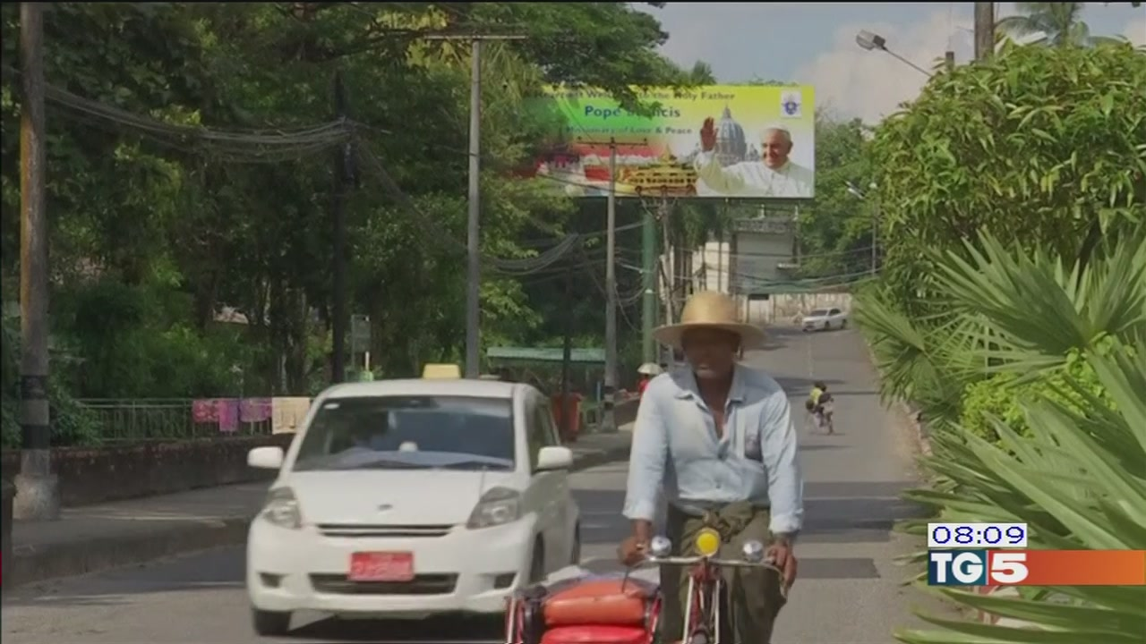 Francesco in Myanmar incontra San Suu Kyi