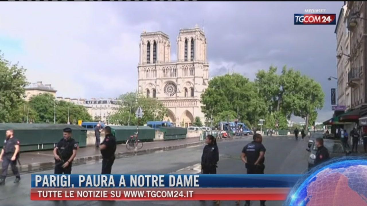 Parigi, ferisce agente a colpi di martello: polizia apre il fuoco, preso l?aggressore