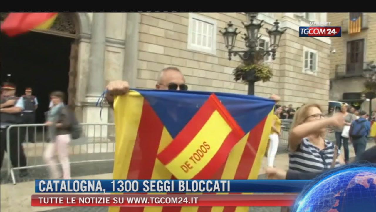 """Guardia Civil blocca il centro raccolta voti. Barcellona: """"Attacco a democrazia, ma voteremo"""""""
