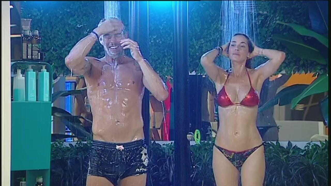 La doccia di Aida e Ignazio