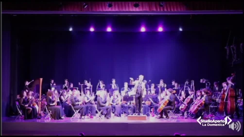Il tormentone suonato dall'orchestra