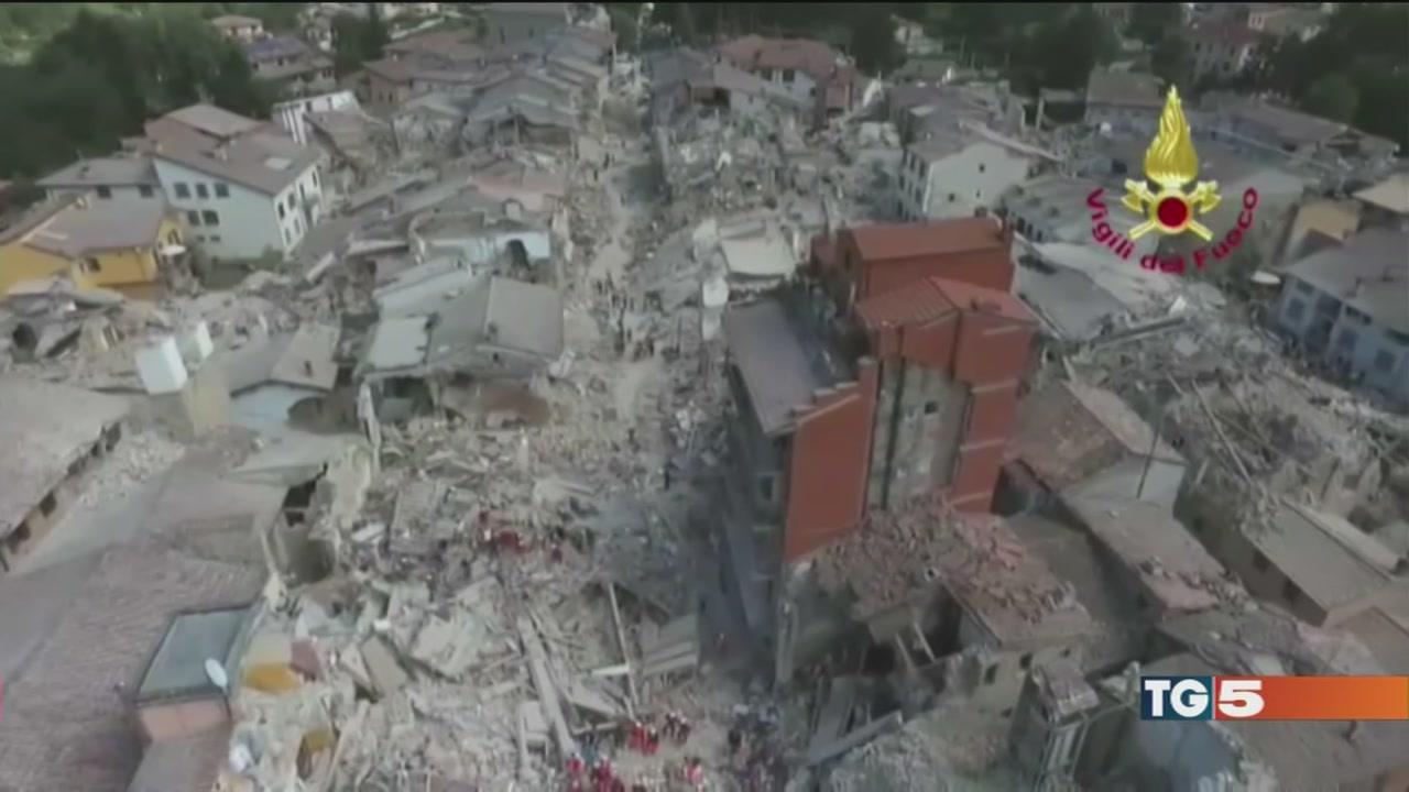 Suicida per il sisma casette già a pezzi
