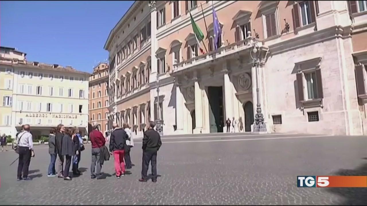 Padoan: no aumenti iva italiani in sofferenza