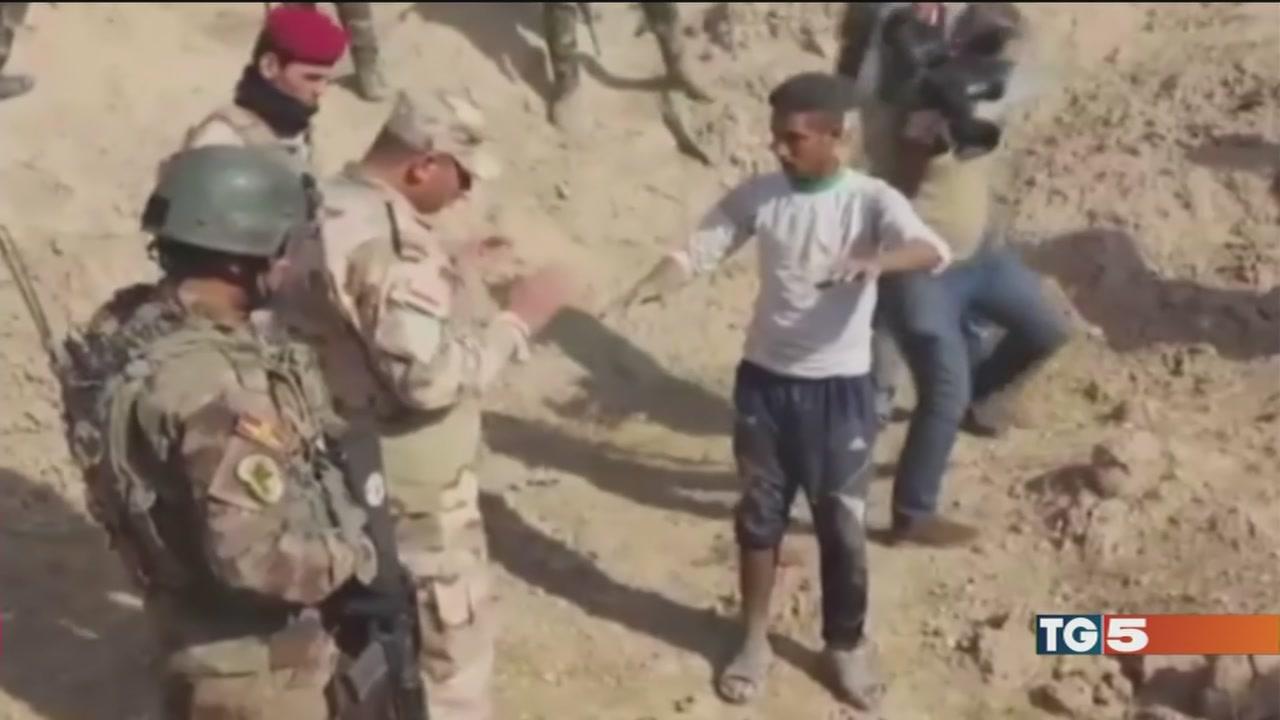 L'orrore dell'Isis nelle fosse comuni