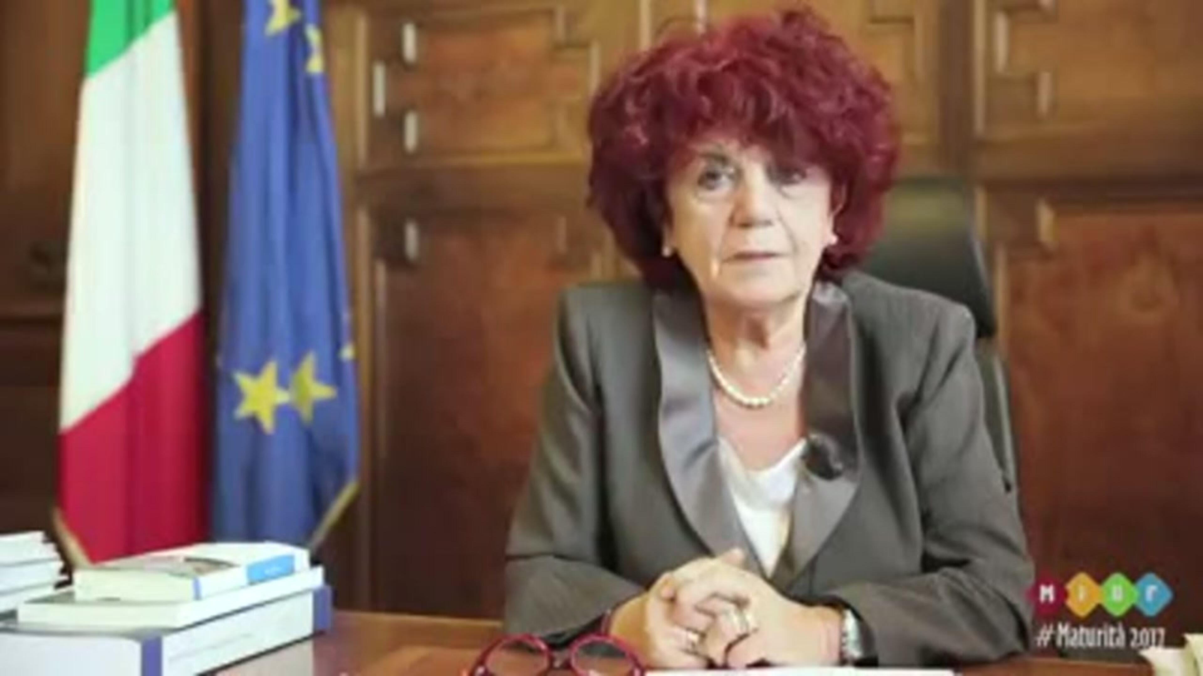 Maturità, il ministro Fedeli annuncia le materie su Fb