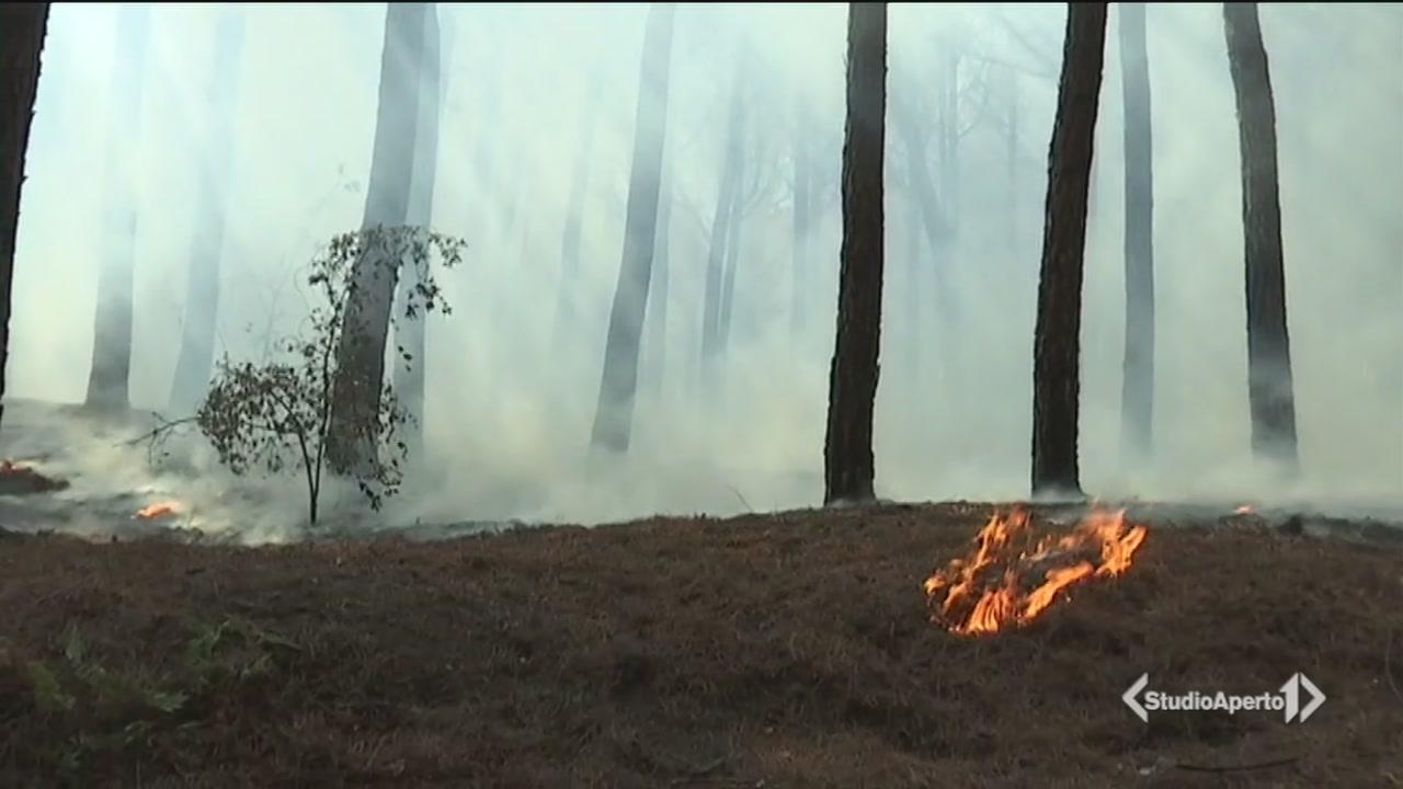 Vesuvio in fiamme: 2 km di fuoco