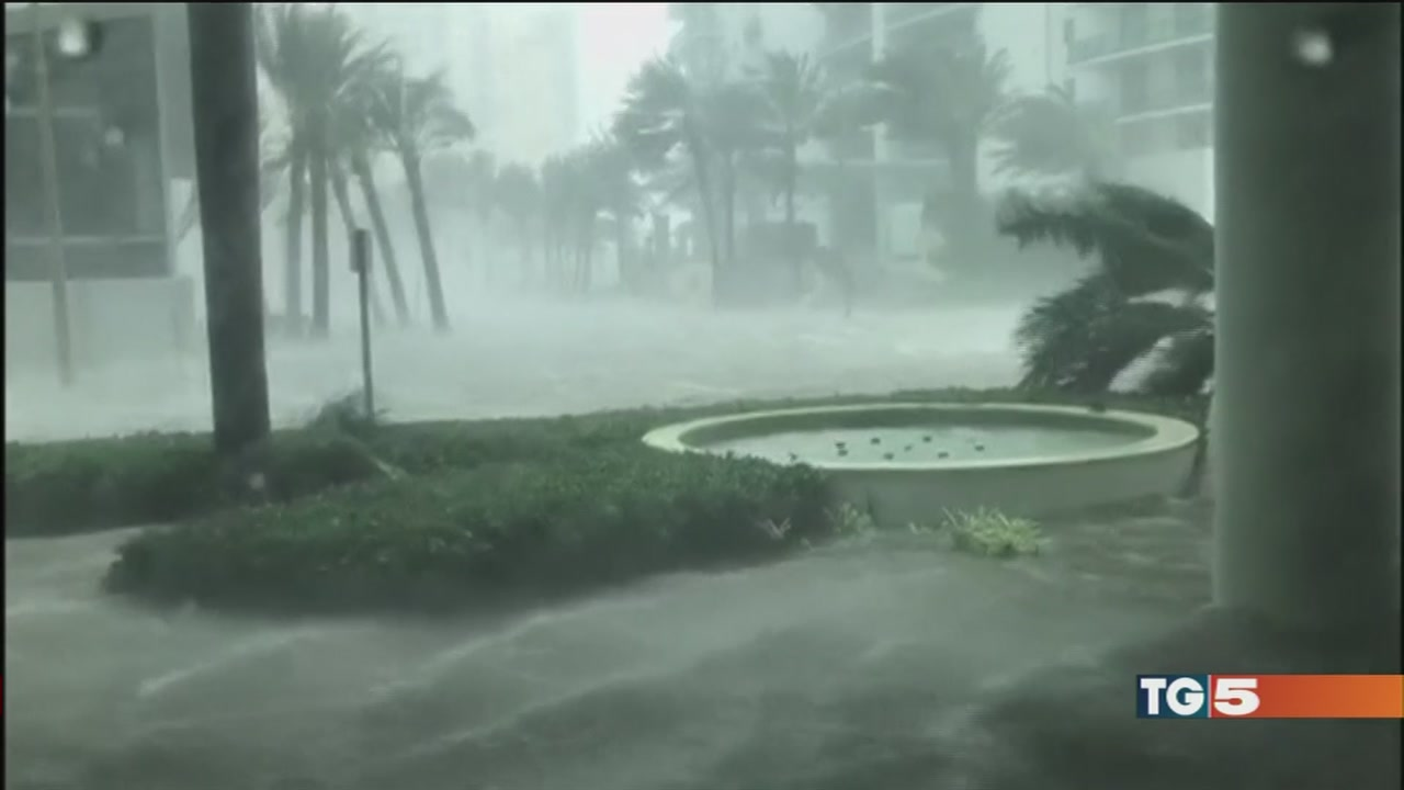 Irma, la furia si placa l'oceano invade Miami