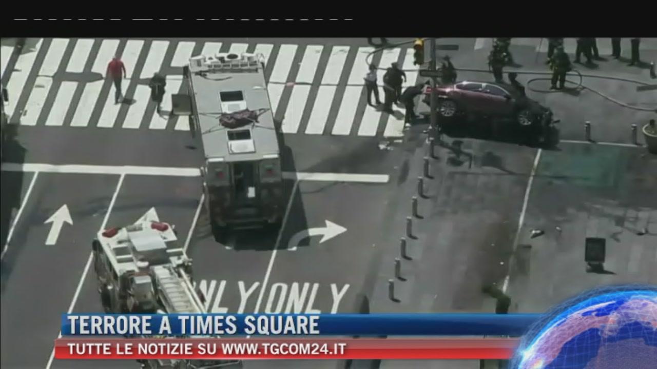 New York, auto contro pedoni sul marciapiede a Times Square: morta una donna, 23 i feriti