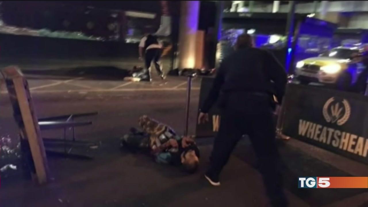 Terrore a Londra caccia ai complici