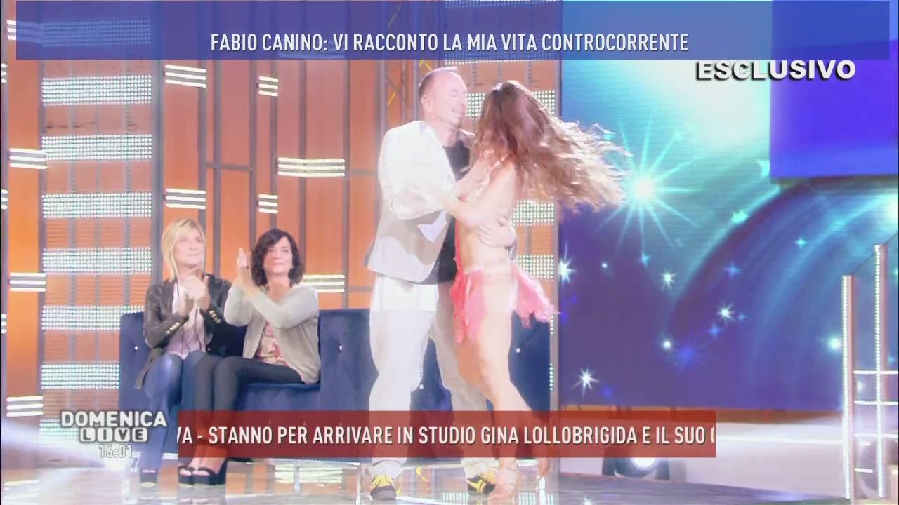 L'esibizione di Fabio Canino