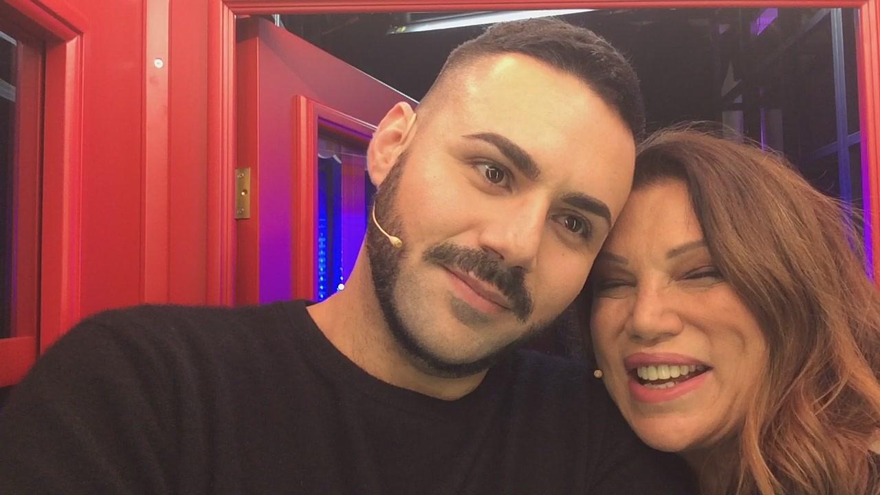 La #cabinarossa di... Serena Grandi ed il figlio Edoardo