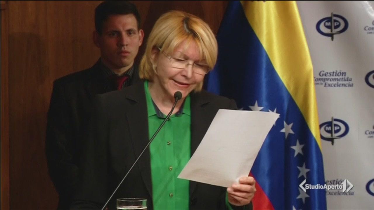 Assedio al giudice anti-Maduro