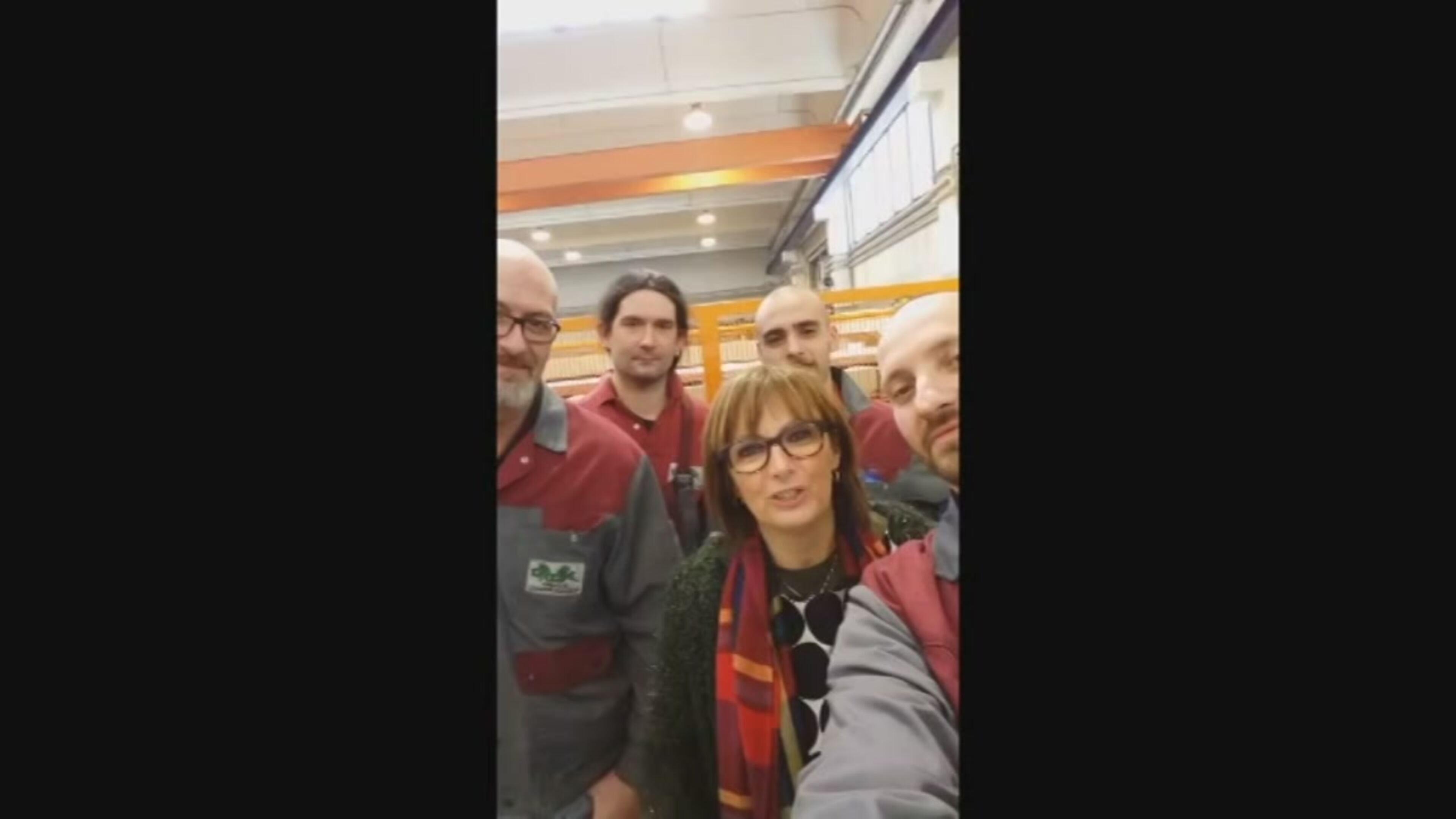 Varese, i dipendenti ringraziano il titolare con un video