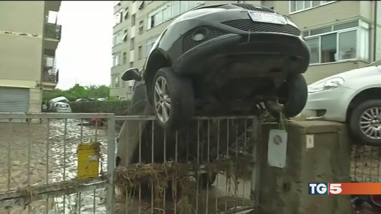 Livorno, acqua e fango si cercano due dispersi