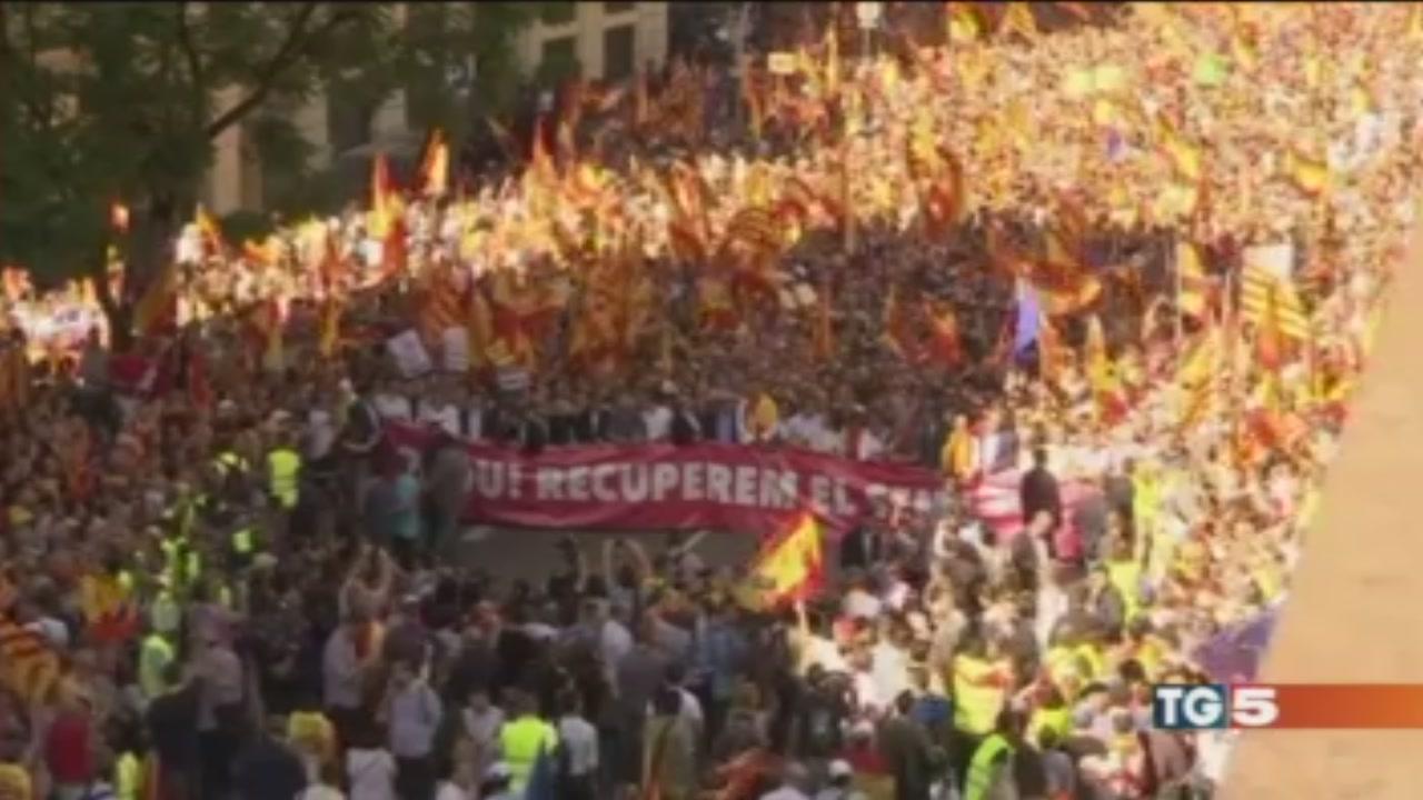"""Un milione in piazza """"Catalogna è Spagna"""""""