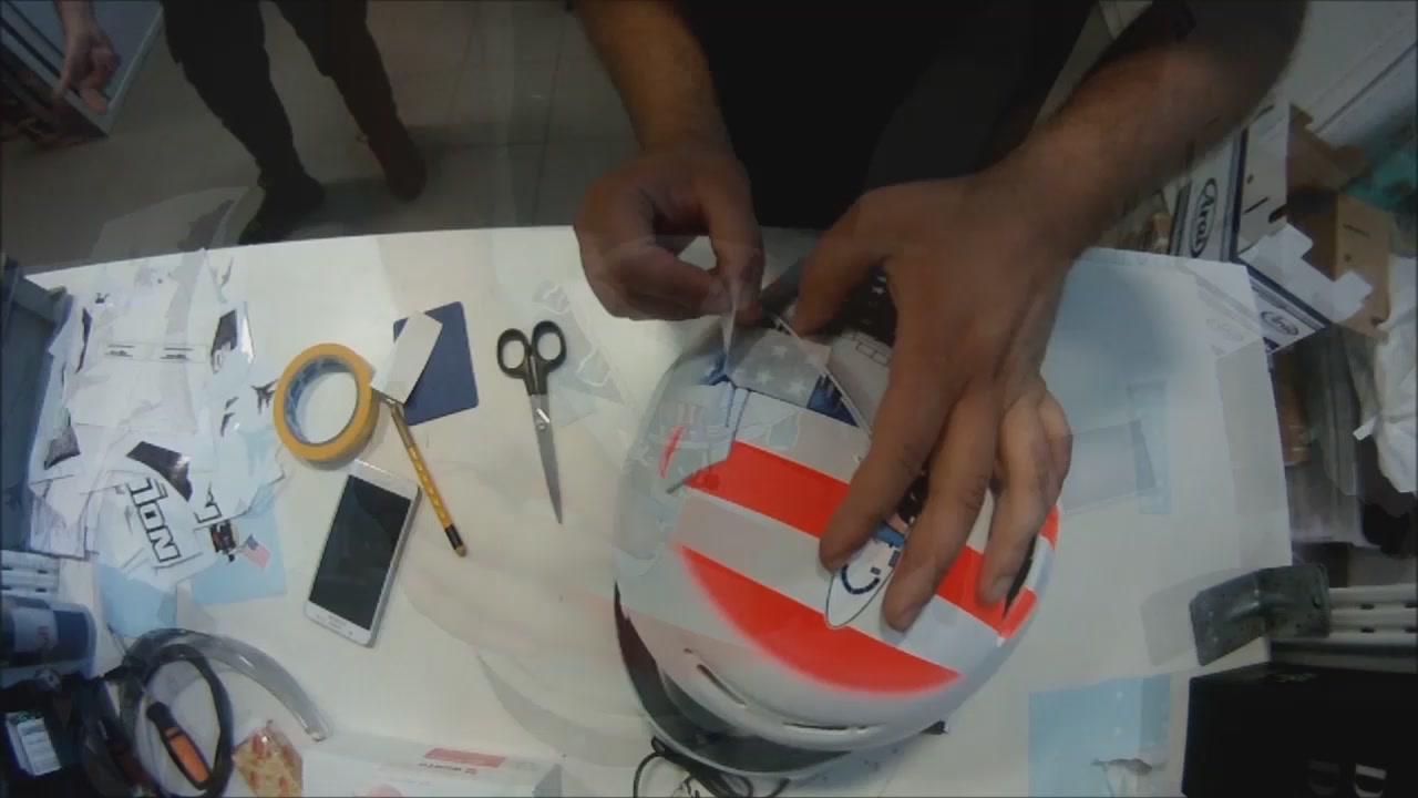 Così nasce un casco
