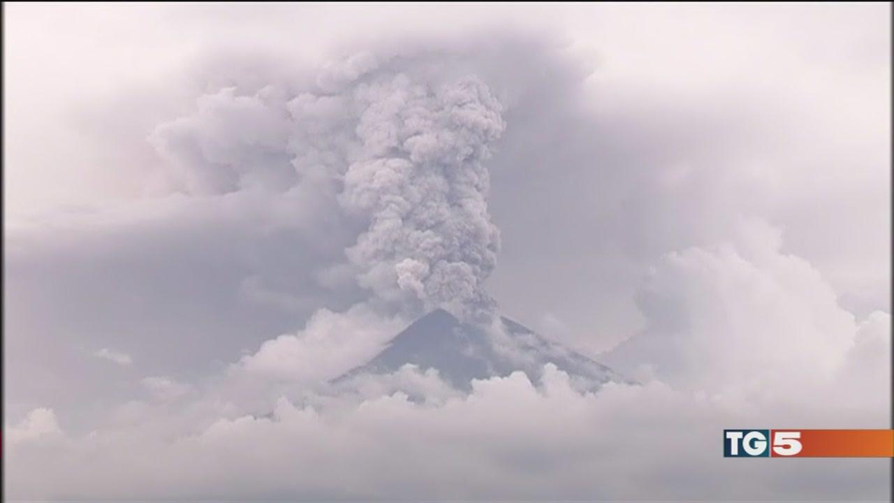 Il vulcano fa paura, tutti in fuga da Bali