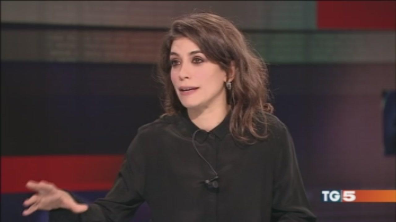 """E stasera """"Rosy Abate"""" Giulia Michelini al Tg5"""