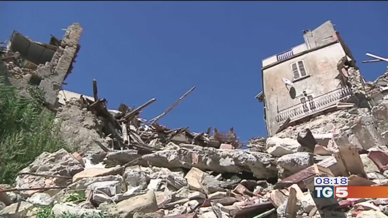 Terremoto, bufera sui fondi dirottati